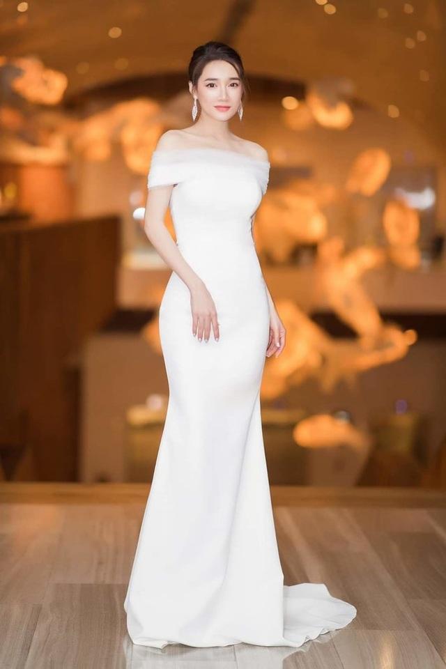 Đông Nhi thay ba bộ váy trong đám cưới - 10