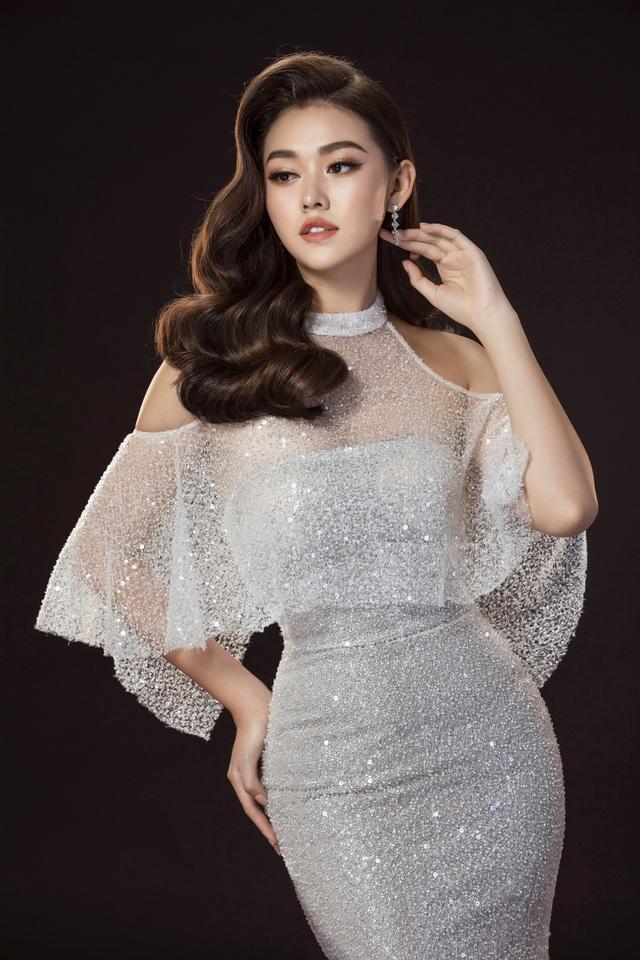 Tường San hé lộ váy dạ hội gợi cảm trước thềm chung kết Hoa hậu Quốc tế - 8