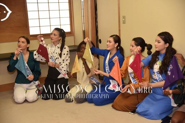 Tường San hé lộ váy dạ hội gợi cảm trước thềm chung kết Hoa hậu Quốc tế - 1