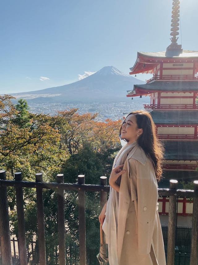 Tường San hé lộ váy dạ hội gợi cảm trước thềm chung kết Hoa hậu Quốc tế - 4