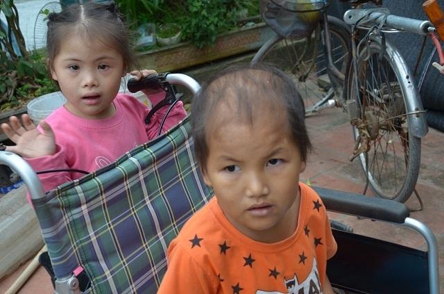 Vợ chồng nghèo đến cùng cực bán cả ruộng để cứu con - 2