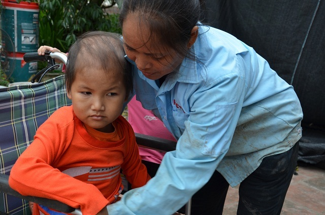 Vợ chồng nghèo đến cùng cực bán cả ruộng để cứu con - 3