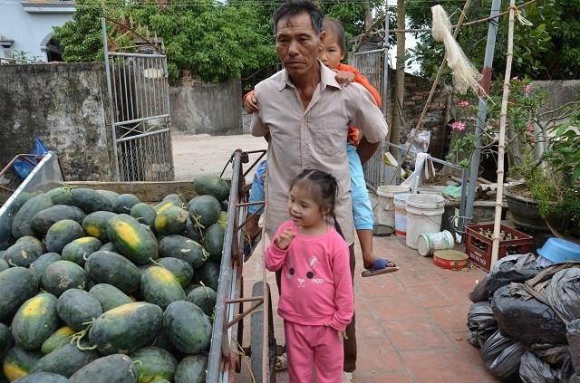 Vợ chồng nghèo đến cùng cực bán cả ruộng để cứu con - 8