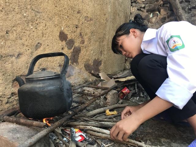 Nhói lòng cảnh cô học trò sống hiu hắt trong ngôi nhà rách nát như phế tích thời xưa! - 6