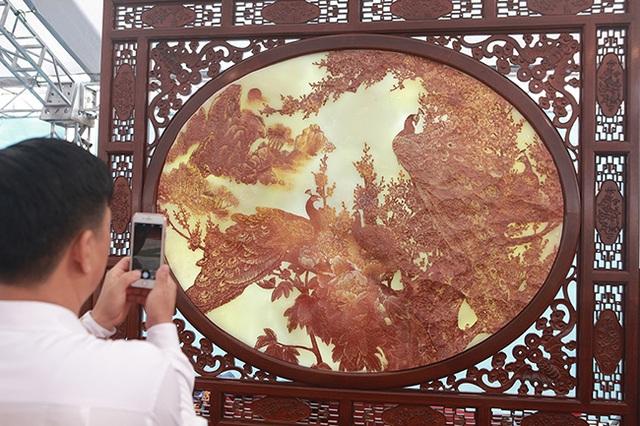 Bức tranh nặng cả tấn, giá vài tỷ khiến ai cũng choáng - 12