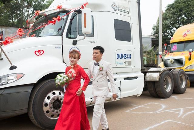 Chú rể Đồng Nai mang 6 container đi đón dâu khiến nhà gái bất ngờ - 2