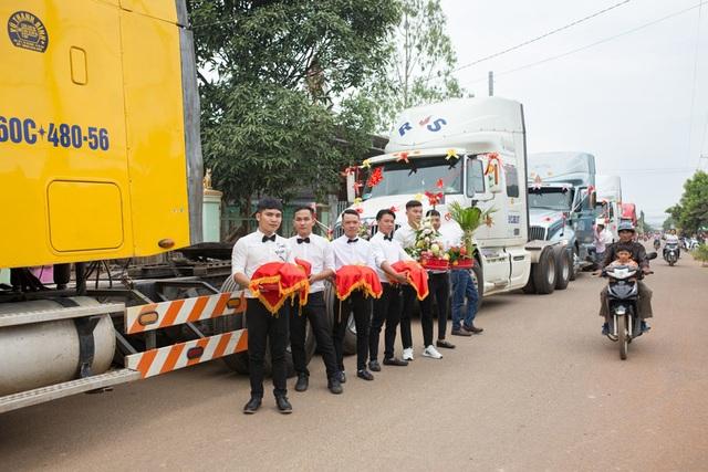 Chú rể Đồng Nai mang 6 container đi đón dâu khiến nhà gái bất ngờ - 4