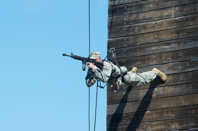 Mỹ sẽ huấn luyện bộ binh như lính đặc nhiệm? - 1