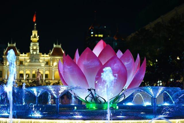 TPHCM: Phố đi bộ Nguyễn Huệ trình diễn nhạc nước hàng đêm - 1