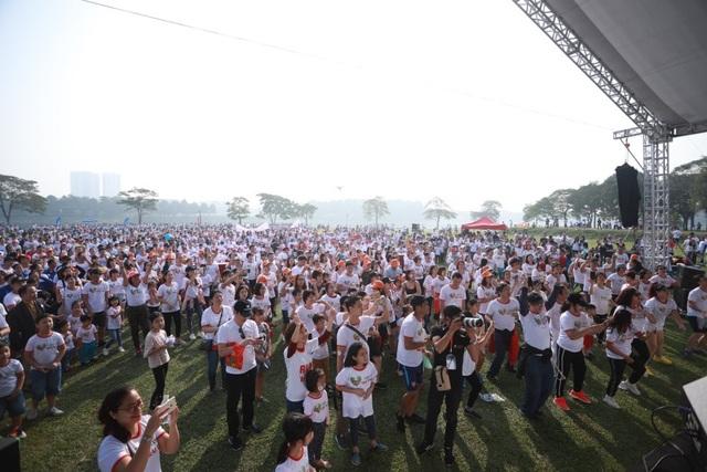 Gần 9.000 người chạy bộ gây quỹ hỗ trợ trẻ em nghèo bị tim bẩm sinh - 1