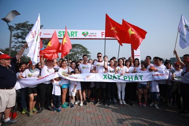 Gần 9.000 người chạy bộ gây quỹ hỗ trợ trẻ em nghèo bị tim bẩm sinh - 3