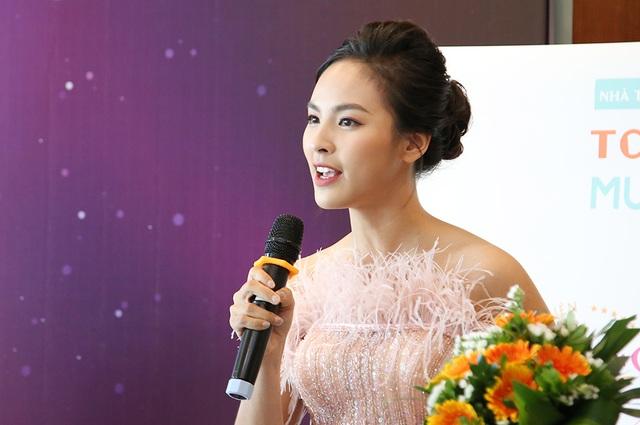Á khôi Sinh viên Việt Nam trở thành MC thời sự, thần tượng Á hậu Thuỵ Vân - 11