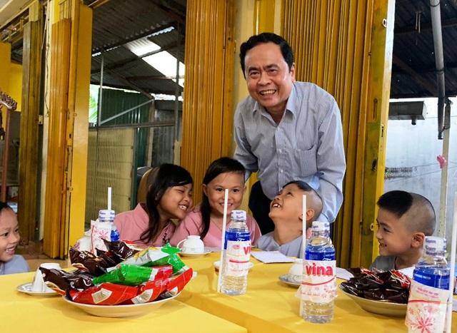 Những đứa trẻ bị bỏ rơi từng gặp Chủ tịch UBMTTQ Việt Nam, giờ đã không còn côi cút - 4