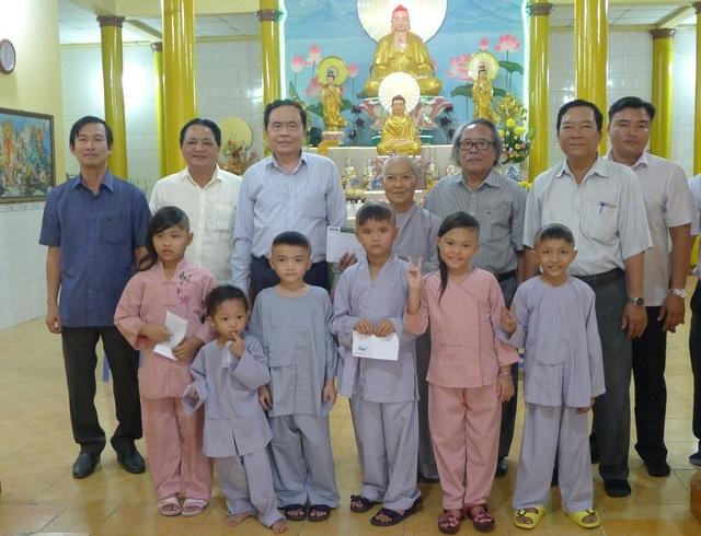 Những đứa trẻ bị bỏ rơi từng gặp Chủ tịch UBMTTQ Việt Nam, giờ đã không còn côi cút - 5