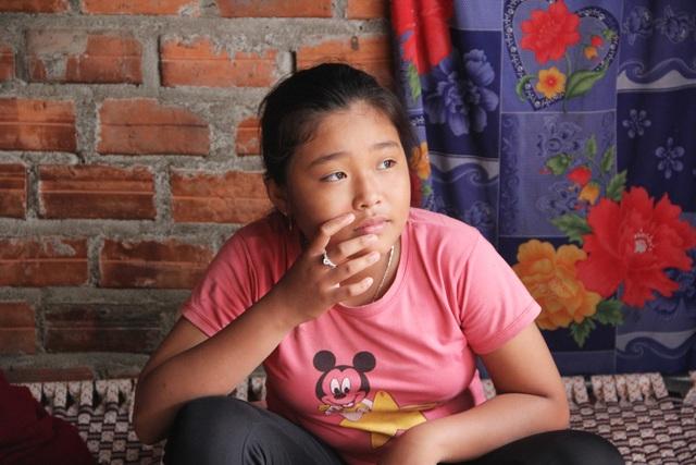 Phú Yên: Bạn đọc giúp đỡ gia đình bé gái 12 tuổi bán vé số nuôi mẹ và em thơ - 2