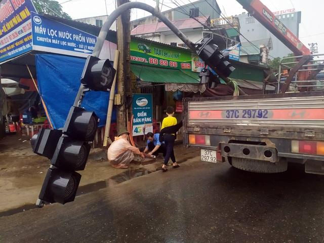 Khắc phục loạt đèn giao thông ngủ quên ở Hà Tĩnh - 3