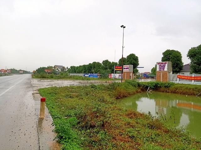 Cận cảnh doanh nghiệp xẻ tường hộ lan, băm nát hành lang giao thông QL 1A - 14