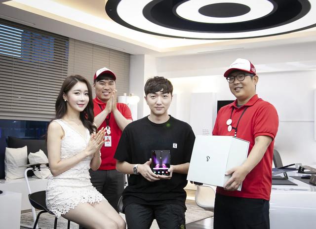 Galaxy Foldhết hàngtrên thị trường quốc tế, báo hiệu sức hút tại Việt Nam - 2