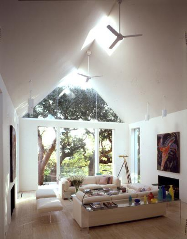 Mẫu nhà mái tam giác 2 tầng đẹp long lanh với chi phí thấp - 5