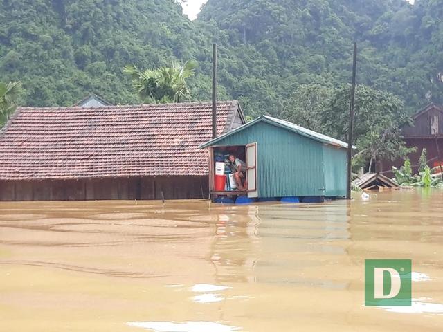 Khởi công xây dựng 58 nhà bè vượt lũ cho người nghèo vùng rốn lũ - 3