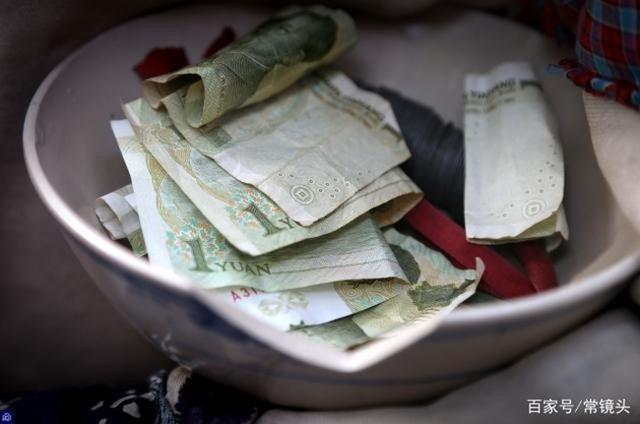 8 năm đóng vai ăn xin lê la, người đàn ông kiếm tiền triệu/ngày, mua nhà 120m2 - 9