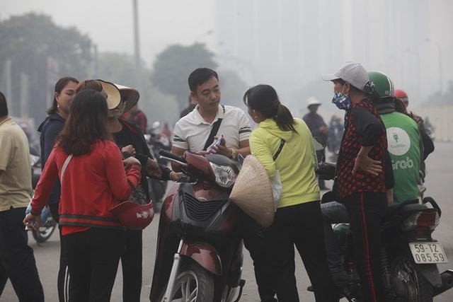 """Vé chợ đen trận Việt Nam - UAE: Phe vé """"hét giá"""" gần 4 triệu đồng/cặp vị trí đẹp - 3"""