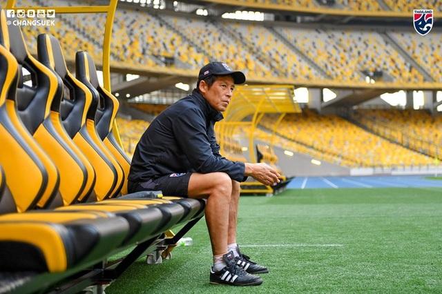 """Cầu thủ Thái Lan """"tươi rói"""" trên sân tập trước đại chiến với Malaysia - 1"""