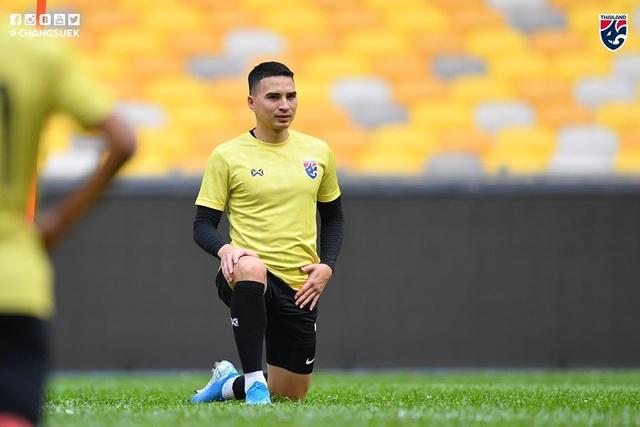 """Cầu thủ Thái Lan """"tươi rói"""" trên sân tập trước đại chiến với Malaysia - 14"""