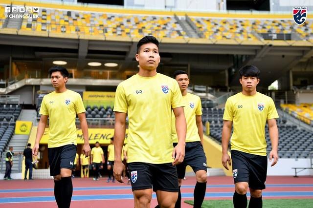 """Cầu thủ Thái Lan """"tươi rói"""" trên sân tập trước đại chiến với Malaysia - 3"""