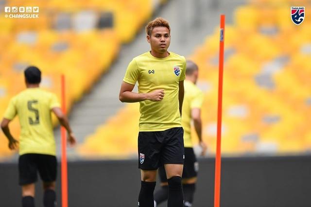 """Cầu thủ Thái Lan """"tươi rói"""" trên sân tập trước đại chiến với Malaysia - 5"""