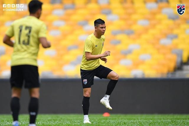 """Cầu thủ Thái Lan """"tươi rói"""" trên sân tập trước đại chiến với Malaysia - 6"""