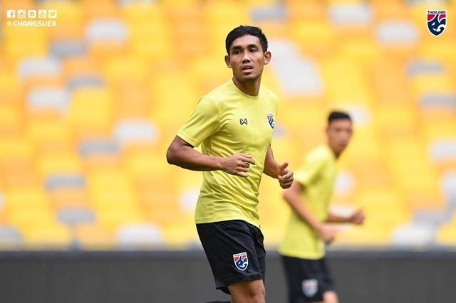 """Cầu thủ Thái Lan """"tươi rói"""" trên sân tập trước đại chiến với Malaysia - 8"""
