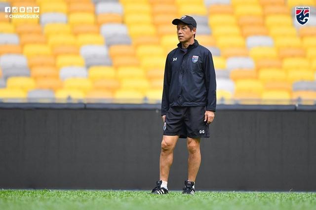 """Cầu thủ Thái Lan """"tươi rói"""" trên sân tập trước đại chiến với Malaysia - 9"""