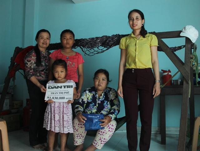 Phú Yên: Bạn đọc giúp đỡ gia đình bé gái 12 tuổi bán vé số nuôi mẹ và em thơ - 1