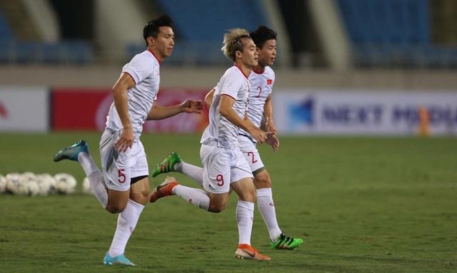 Chờ đấu UAE ở Mỹ Đình, đội tuyển Việt Nam đón tin vui không ngờ - 11