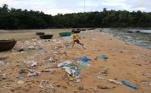 Lo ngại ô nhiễm rác thải nhựa lưu vực Vu Gia - Thu Bồn