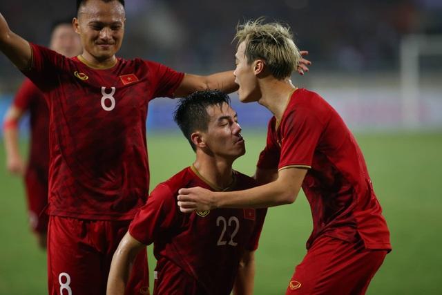 Việt Nam 1-0 UAE: Tiến Linh ghi bàn đẳng cấp - 10