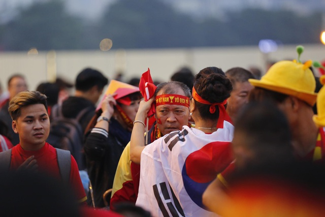 Việt Nam 1-0 UAE: Tiến Linh ghi bàn đẳng cấp - 37