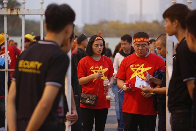 Việt Nam 1-0 UAE: Tiến Linh ghi bàn đẳng cấp - 36
