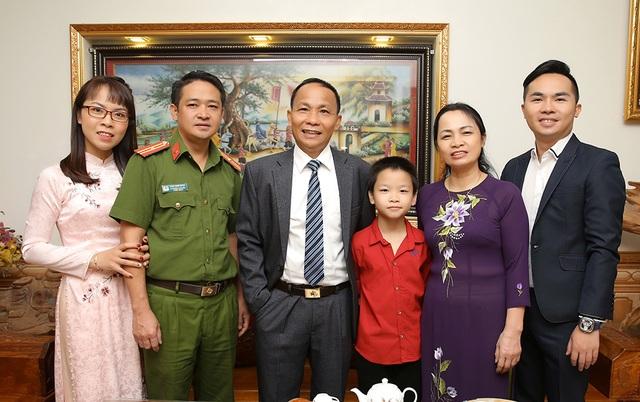 Ngày 20/11 nói về gia đình có 3 đời thành công trong giáo dục - 4