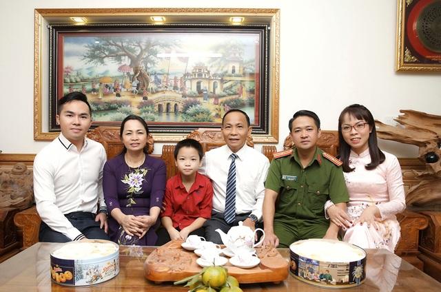 Ngày 20/11 nói về gia đình có 3 đời thành công trong giáo dục - 5