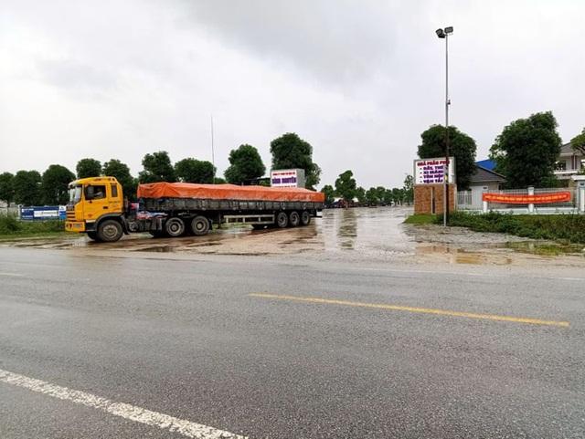 Cận cảnh doanh nghiệp xẻ tường hộ lan, băm nát hành lang giao thông QL 1A - 8