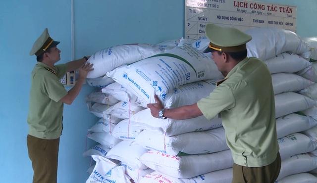 Phú Yên: Tiếp tục tạm giữ 4,5 tấn đường không rõ nguồn gốc - 2