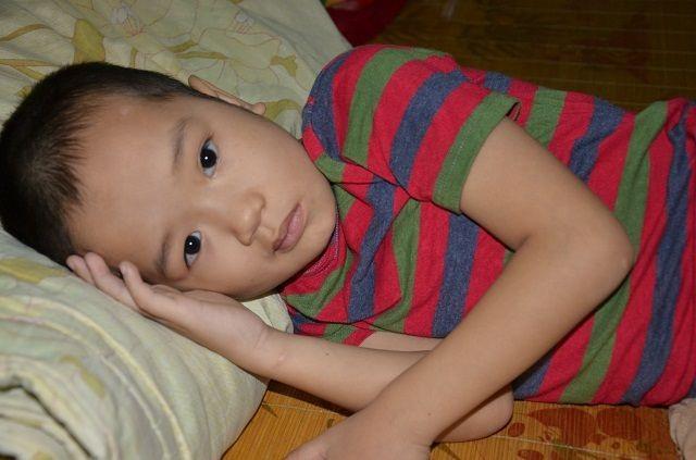 Xót xa cậu bé có tuổi thơ gắn liền với bệnh viện: Các bác ơi! cứu con cháu với - 1