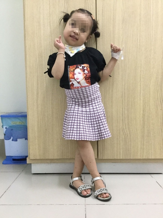 Phẫu thuật cứu bé gái khỏi khối u lấp kín miệng - 5