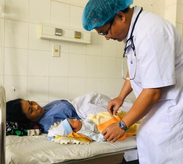 Cứu sống mẹ con thai phụ bị sốt xuất huyết trong tình trạng nguy kịch - 1