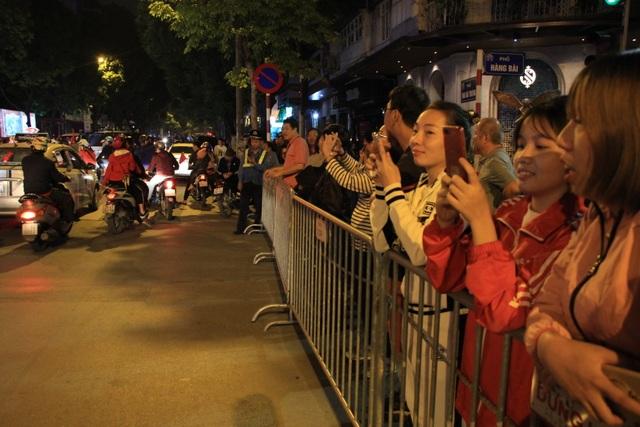 Hà Nội lại một đêm vui không ngủ, ăn mừng chiến thắng của tuyển Việt Nam - 14