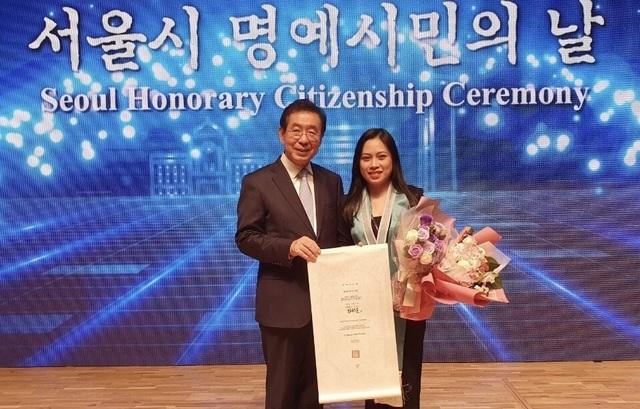 """Cô gái Việt Nam đầu tiên được vinh danh """"Công dân danh dự Seoul"""" - 3"""