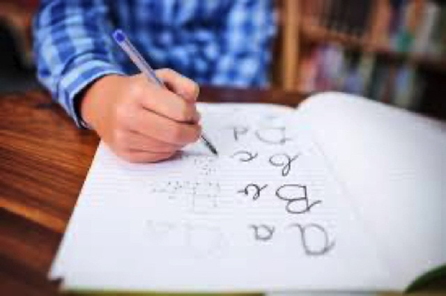 Để viết chữ trở thành hoạt động yêu thích của bé - 1