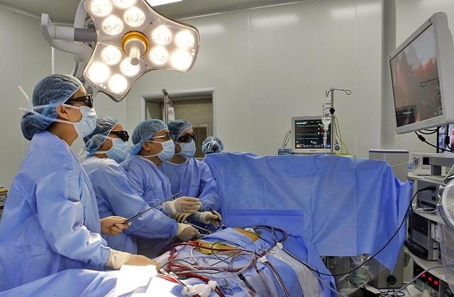 Bước tiến ngoạn mục trong mổ tim: Từ mổ 'phanh ngực' đến đường mổ chỉ 1,5 cm - 5